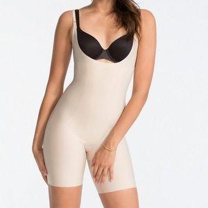 SPANX 10021R nude beige bodysuit shaper slimming